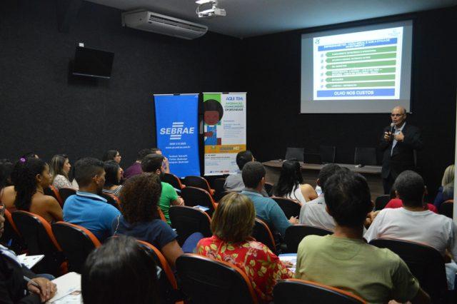 Alunos de Ciências Contábeis participam da Semana do MEI