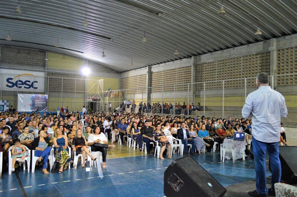 Palestra de Rogério Greco reúne mais de 200 pessoas na quadra do Sesc Ler Araripina