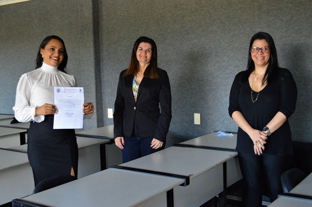 Alunos aprovados na OAB recebem certificado de Conclusão de Curso