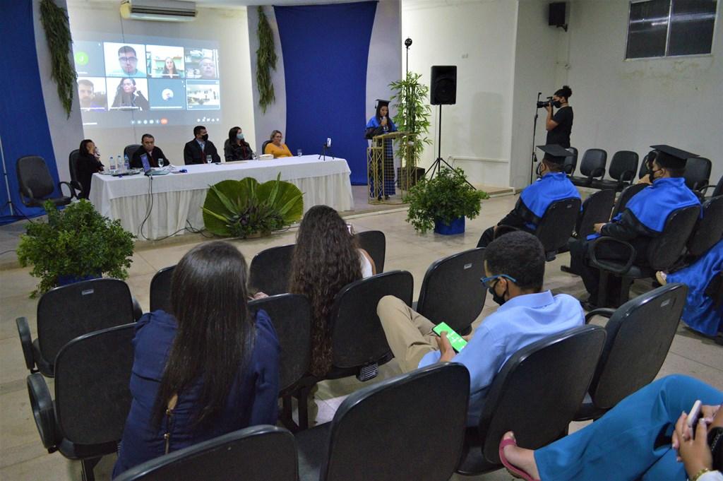 FACIAGRA realiza colação de grau da turma de Engenharia Agronômica; confira as fotos