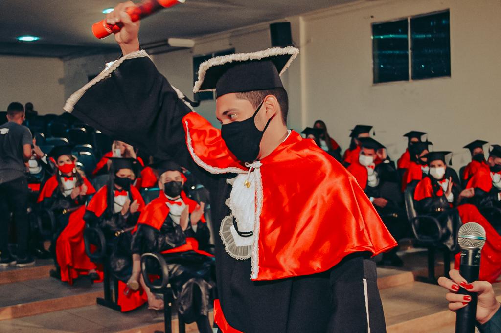 Colação de grau da FACISA forma 50 novos bacharéis em Direito; confira as fotos