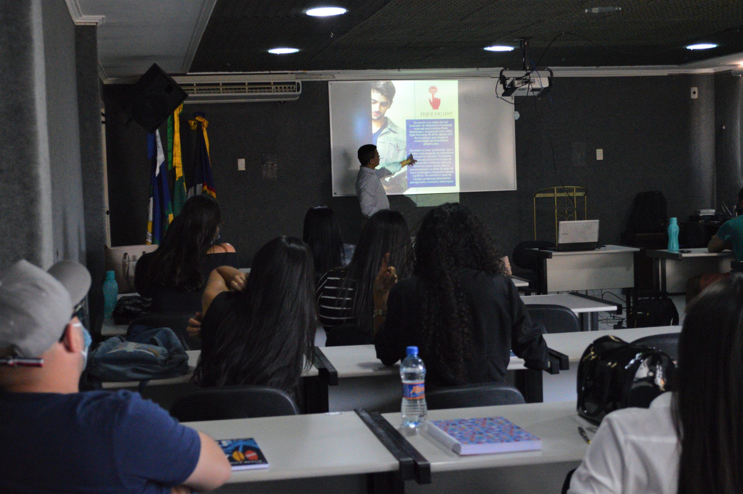 Projeto reescrever reúne alunos do curso de Direito da FACISA na sala de videoconferência